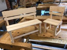 Färdig bänk och stol